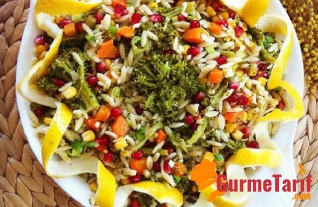 Arpa Şehriyeli Brokoli Salatası