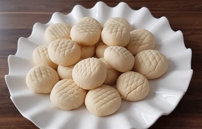 3 malzemeli kurabiye tarifi un kurabiyesi