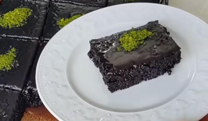 Islak kek tarifi. Islak kek nasıl yapılır? Pratik ve kolay ıslak kek tarifi. Ödüllü ıslak kek tarifi.