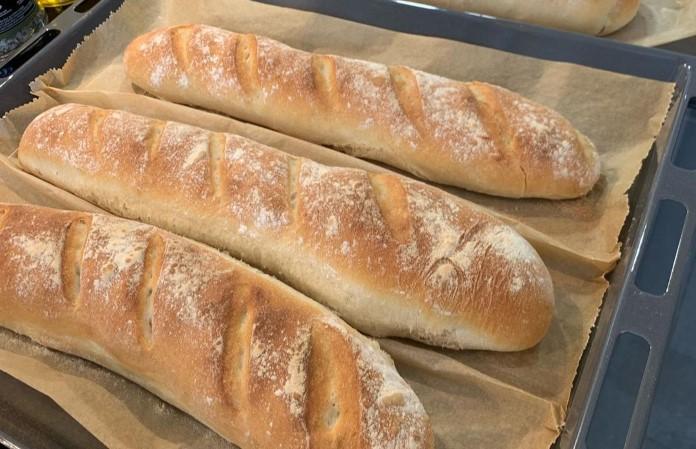Nermin Yazılıtaş'ın yaptığı ekmek tarifinin yapımı. Evde baget ekmek tarifi.