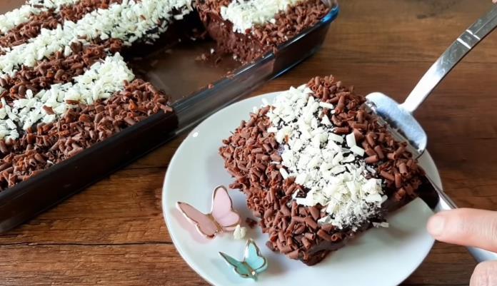 Pratik, kolay, zahmetsiz bisküvili pasta tarifi. En çabuk yapılan pasta tarifi.